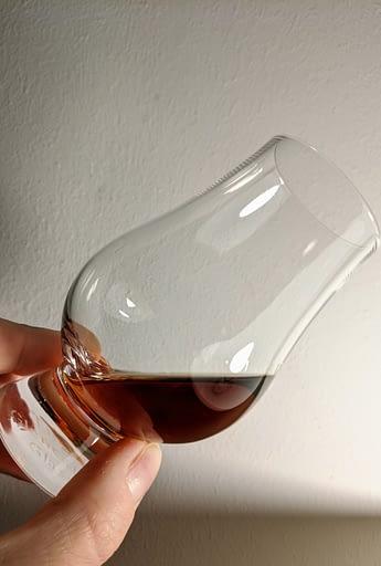 Ron Zacapa 23 Sistema Solera ve sklenici